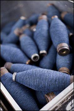 indigo spooled yarn - just simply beautiful all by itself Azul Indigo, Mood Indigo, Indigo Blue, Cobalt Blue, Navy Blue, Fil Bleu, Brooklyn Tweed, Himmelblau, Turquoise