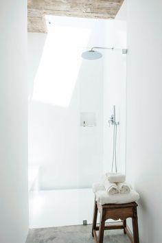 Walk-in shower. Pensão Agrícola by Atelier RUA.