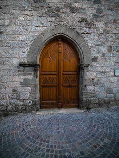 Castelnau de Montmiral (Tarn) - porte médiévale Brin, Another World, Far Away, Ghosts, Past, Gothic, Exterior, Mansions, Beauty