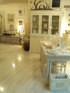 white.....  www.lauraconti.net
