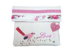 Jolie pochette piou rose, love : Trousses par ephemerecollection