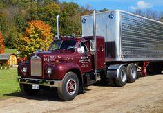 1963 Mack B classic Old Mack Trucks, Lifted Ford Trucks, Dump Trucks, Antique Trucks, Vintage Trucks, Mack Attack, Truck Transport, Train Truck, Heavy Truck