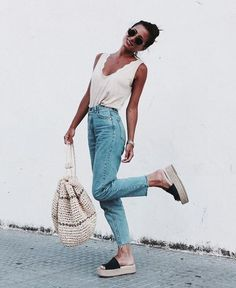 casual outfit ideas for women. cute and comfy summer outfit inspiration. casual outfit ideas for women. cute and comfy summer outfit inspiration. Looks Street Style, Looks Style, Looks Cool, Trendy Outfits, Cute Outfits, Fashion Outfits, Womens Fashion, Night Outfits, Fashion Ideas