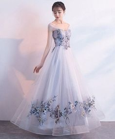 Gray tulle lace applique long prom dress, gray evening dress · LovePromDresses · Online Store Powered by Storenvy Grey Evening Dresses, Elegant Dresses, Evening Gowns, Formal Dresses, Pretty Outfits, Pretty Dresses, Beautiful Dresses, Mode Ulzzang, Dream Dress
