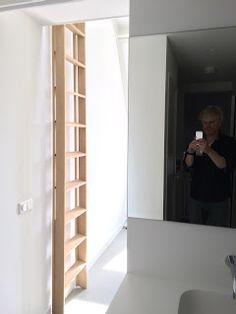 """In een woning in het centrum van Utrecht was ruimte toegevoegd door het inpassen van een """"entresol"""". Een entresol is de uit het Fr..."""