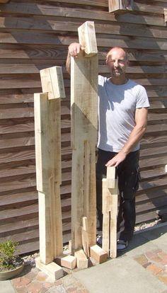 Holz-Skulptur sowohl für den Garten als auch für den Innenbereich. Verschiedene Größen, individuelle Anfertigung, jede Skulptur ein Unikat mit Signatur. In diesem Angebot hat die Skulptur eine Höhe von 150cm (die Linke auf den Bildern)und wird mit Erdspieß geliefert. Das Holz ist unbehandelt