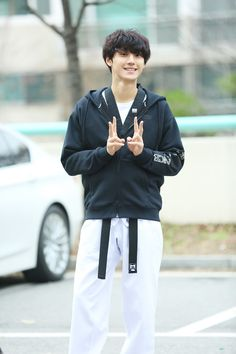 Lee do hyon Drama Korea, Korean Drama, Asian Actors, Korean Actors, Jason King, Cute Love Couple, Lee Sung Kyung, Kdrama Actors, Korean Entertainment