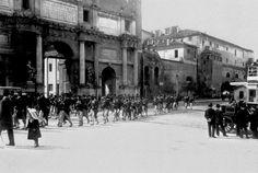 Piazzale Flaminio (1903) Parata davanti a Porta del Popolo