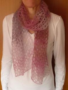 ab1b92cb5b49 une magnifique écharpe au tricot   une superbe écharpe réalisée au tricot,  elle est faite en mohair, c est une invitaion à la douceur et à la chaleur