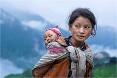 People of Nepal! Both the mother and child are stunning! Shiny Happy People, We Are The World, People Around The World, Beautiful World, Beautiful People, Portrait Photography, Travel Photography, Photography Tips, Street Photography