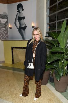 Chloe Sevigny Photos - Chloe Sevigny attends a Cocktail in Honor of Theaster Gates hosted by Prada and Derek Blasberg at Freehand Miami on December 2018 in Miami, Florida. - Prada And Derek Blasberg Host A Cocktail In Honor Of Theaster Gates Sexy Outfits, Fashion Outfits, Fasion, Chloe Sevigny Style, Star Fashion, Womens Fashion, Style Icons, Celebrity Style, Personal Style