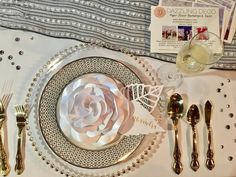 Andi Mans proved yet again that she really knows how to throw a party! Check out this fab photo of our Gold Belmont Glass Chargers at the Pop Up Bridal Soirée. Thank you also to Do Tell Calligraphy and Designs and Dazzling Deco.