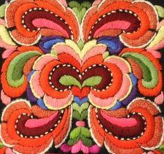 Denne bunaden broderte Anne Bakka til Birgit Halvorsdatter Rudningen… Embroidery Motifs, Cross Stitch Embroidery, Embroidery Designs, Lesage, Fabric Art, Design Crafts, Folklore, Illustrations, Textile Art