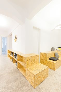 buddybrand Office by Hülle & Fülle - Office Snapshots Osb Plywood, Interior Exterior, Interior Design, Office Space Design, Common Room, Lounge Areas, Office Interiors, Furniture Projects, Container Office