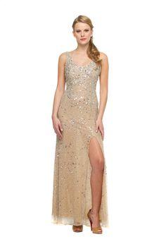 Fancy Slit - Vestido longo bordado em toda sua extensão com fenda. #glam #fashion #cool #ootd #cute #style #trends #aboutalook