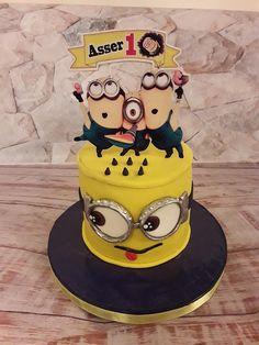 Minion cake by Noha Sami Star Wars Birthday, Star Wars Party, Minion Cupcakes, Cake Minion, Monster High Cakes, Easy Minecraft Cake, Lego Invitations, Batman Cakes, Cake Supplies