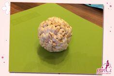 Heute stelle ich Euch das Modellieren von Figuren aus Reiswaffeln oder Cornflakes vor. Sicher seid ihr schon öfters auf das Problem gestoßen größere Figuren modellieren zu wollen, ihr benötigt dafür entweder Unmengen an Fondant oder baut euch etwa aus Styropor eine Grundform. Eine schönere Lösung, die auch essbar ist ohne Zuckerschock, ist das Modellieren mit Reiswaffeln oder Cornflakes. Um damit Modellieren zu können benötigt ihr folgende