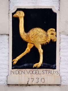 Gevelsteen IN DEN VOGEL STRUYS, Maastricht. Photo by Pancras van der Vlist.