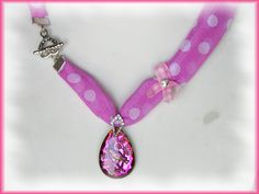 Das Besondere: Der herzförmige Knebelverschluß wird an der Seite getragen. http://de.dawanda.com/product/31760730-Textilkette-aus-Chiffon-Vogel-Anhaenger
