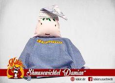 """Wichtel """"Damian"""": Kleiner Freund zum kuscheln und knuddeln. Mit individueller Namensstickerei."""