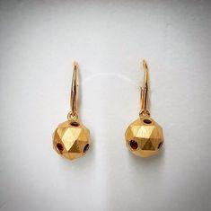 Il est temps de penser à vos cadeaux de Noël  Vous craquez aussi sur ces boucles doreilles en Grenat?  Chez Juwelo nous proposons un vaste choix de bijoux pour tous les budgets et nous vous avons préparé des réductions spéciales pour le Black Friday! Rendez-vous vite sur www.juwelo.fr pour les découvrir!  #juwelo #bouclesdoreilles #grenat #garnet #earrings #argent #silver #mode #fashion #trendy #tendance #rouge #bijoux #jewelsofinstagram Drop Earrings, Jewelry, Instagram, Fashion, Garnet, Thinking About You, Gifts, Boucle D'oreille, Locs