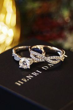 24 White Gold Engagement Rings To Conquer Your Love ❤ white gold engagement rings twist chain pave band wedding set ❤ More on the blog: https://ohsoperfectproposal.com/white-gold-engagement-rings/