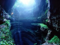 Beautiful picture...but after watching the Descent a few too many times I have issues with caves and caverns.