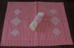 novembre, 2011 | Broderiesuisse.it, set americano broderie suisse, con legatovagliolo, chicken scratch table.