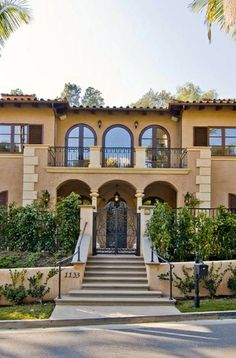 Mediterranean homes – Mediterranean Home Decor Tuscan Style Homes, Mediterranean Style Homes, Spanish Style Homes, Spanish House, Spanish Colonial, Style At Home, Design Rustique, Mediterranean Architecture, Loft