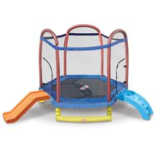The Little Tikes Climb 'n Slide Trampoline combines the play of climbing, sliding, and jumping into one great item. Kids can scramble up the climber, jump on the trampoline, and then exit by sliding down the slide! Toddler Trampoline, Backyard Trampoline, Little Tikes Trampoline, Little Tikes Slide, Ground Trampoline, Little Tikes Swing Set, Backyard Toys, Toddler Toys, Baby Essentials