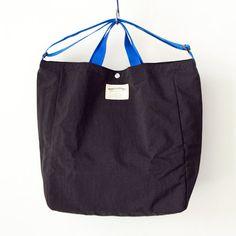 WONDER BAGGAGE ワンダーバゲージ Relax tote 2 : black × blue リラックス トート 2 ブラック ブルー Pouch Bag, Tote Bag, Man Bags, Bag Design, Casual Bags, Baggage, Diy Fashion, Sunnies, Diaper Bag