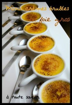 Mini crème brûlée with foie gras Festive appetizer absolutely Delicious to serve as an appetizer or as a starter, possibly with larger ramekins. preparation: 10 minutes cooking: 15 minutes for a 15 mini creme brulee you will need: … Mini Desserts, Just Desserts, Delicious Desserts, Eat Dessert First, Dessert Bars, Creme Brulee Foie Gras, Tapas, Dinner Party Menu, Love Food