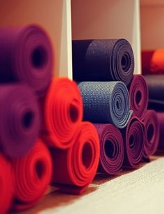 Don't toss your yoga mat, be eco-conscious instead with these 26 clever ways to reuse your old mat. http://whymattress.com/the-ultimate-yoga-guide/
