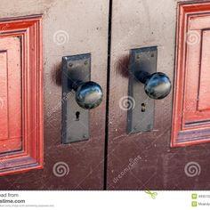 Door Knobs For Double Closet Doors   http://retrocomputinggeek.com ...