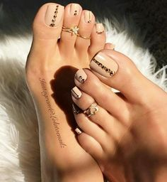 Pedicure naked a rhinestones - # a # Nude # Pédicure - ▷ Nageldesign Galerie 2018 Pretty Toe Nails, Cute Toe Nails, Pretty Toes, Gorgeous Nails, My Nails, Hair And Nails, Beautiful Toes, Cute Toes, Jamberry Nails