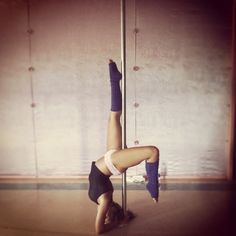 elbow stand, yes, come at me!!