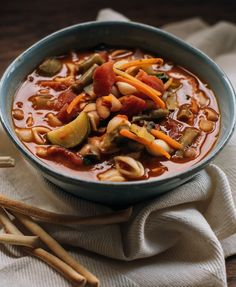 Skip the meat and still make a hearty soup with our vegetarian minestrone soup recipe. This fall favorite will warm your tummy and uses a splash of red wine. Slow Cooker Times, Homemade Soup, How To Cook Pasta, Soup Recipes, Crockpot Recipes, Recipies, Clean Eating Snacks, Soups And Stews
