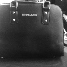 MK bag it's new!!I never used it!! Selling cause it's just not my style!! Michael Kors Bags Crossbody Bags