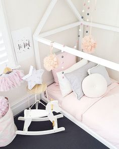 | NIGHTY NIGHT | There's nothing better than a fluffy new doona from @tontine_aus to go with fairy floss pink bedlinen & tulle pom poms. Oh I wish I was 3! Tontine are celebrating 60 years of Australian manufacturing & the kids range is fab! I'm thinking of doing a bed swap! 😂 #isitbedtime #tontineturns60 #tontineaustralia #everyonedeservesagoodnightsleep