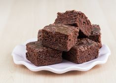 These brownies have a few secret ingredients that boost the nutrition, while the dark cocoa powder and mini chocolate chips keep the rich flavor that you crave in a brownie. Protein Brownies, Cheese Brownies, Bean Brownies, Whipped Peanut Butter, Super Rapido, Fiber Foods, Recipe Details, Mini Chocolate Chips, Zebra Cakes