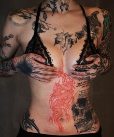 Red Ink Tattoos, Hot Tattoos, Girl Tattoos, Tatoos, Tattoed Women, Piercings, Hot Tattoo Girls, Get A Tattoo, Tattoo Designs Men
