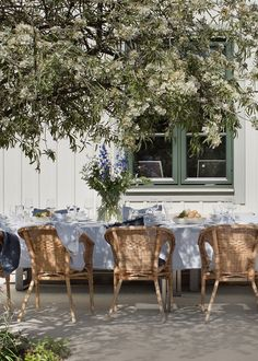 10 enkla knep som lyxar till festmiddagen utomhus | ELLE Outdoor Dinner Parties, Outdoor Furniture Sets, Outdoor Decor, Table Decorations, Outdoors, Home Decor, Space, Floor Space, Decoration Home