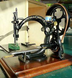 VINTAGE-OLD-ANTIQUE-HAND-SEWING-MACHINE-WILLCOX-GIBBS-CIVIL-WAR-ERA-1868-GLASS