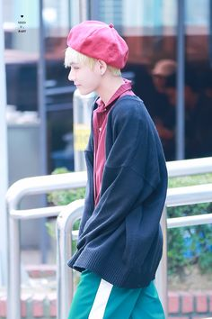 V Cute, Red Army, Flower Boys, Airport Style, Airport Fashion, Red Hats, Bts Photo, Bts Taehyung, Swagg