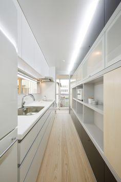 IO / Osamu Morishita New dimension on the galley kitchen