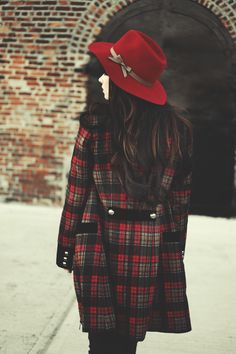 the plaid coat + the hat ~~ LOVE!!! #jaglever