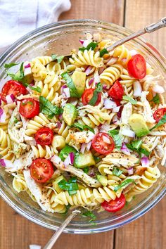 Healthy Chicken Pasta Salad - chicken salad recipe - Packed with flavor, protein and veggies! This healthy chicken pasta salad is loaded with tomatoes, avocado, and fresh basil. - recipe by 28288303897852865 Chicken Pasta Salad Recipes, Healthy Chicken Pasta, Salad Chicken, Broccoli Chicken, Basil Chicken, Healthy Pasta Salad, Pasta Salad With Avocado, Avocado Food, Cesar Pasta Salad