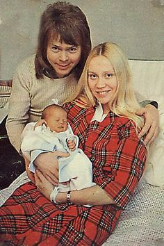 On February 23rd, 1973, Elin Linda Ulvaeus was born to Björn Ulvaeus & Agnetha Fältskog from ABBA. Although it was difficult for Agnetha to manage two careers, that of mother and singer, time has proven that she did a splendid job.