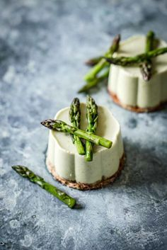 Asparagus and Ricott Asparagus and Ricotta Panna Cotta. Asparagus and Ricott Asparagus and Ricotta Panna Cotta with Asparagus and Ricott Asparagus and Ricotta Panna Cotta with Almond and Bacon Crumb Appetisers, Food Design, Design Design, Graphic Design, Food Presentation, Appetizer Recipes, Italian Appetizers, Delicious Appetizers, Finger Foods