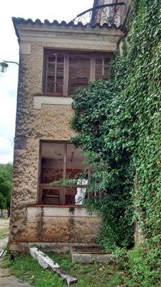 Amor a primera vista: el Edén Hotel, en La Falda, Córdoba. Ya no está abandonado pero aún tiene rincones fantasmales, silenciosos, seductores...